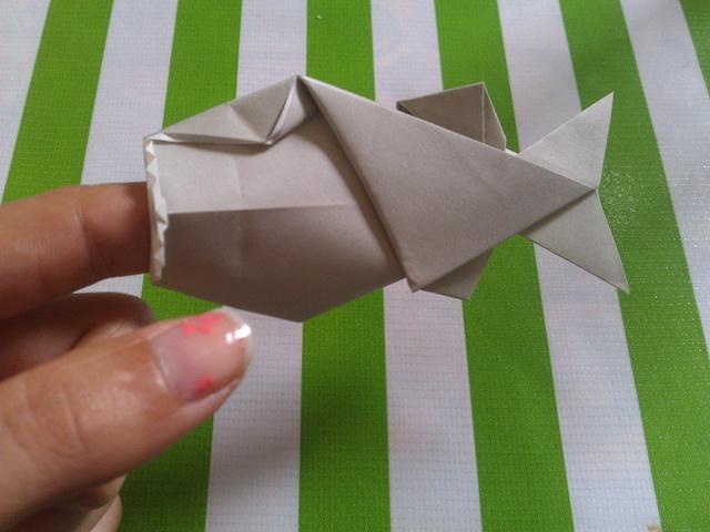 Polly the Finger Eating Fish    Designed by: Jeremy Shafer    Tutorial: www.spitenet.com/origami//pdf/PollyTheFingerEatingFish.pdf