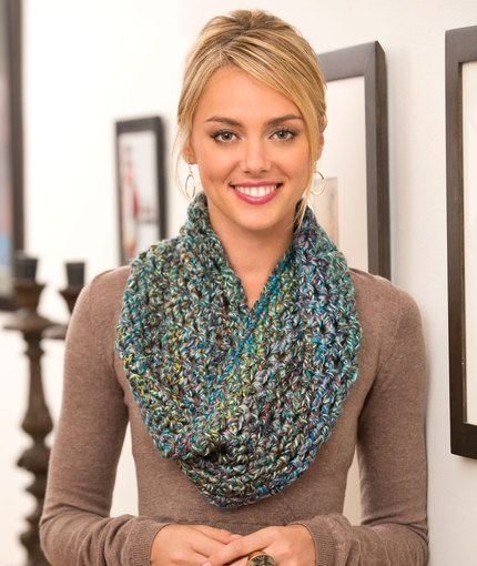 Twisted Cowl...I love the yarn used for this cowl..so soft and warm looking!.. Free pattern!