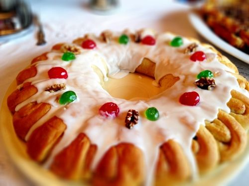 Christmas tea ring- a traditional holiday treat that is beautiful and delicious.