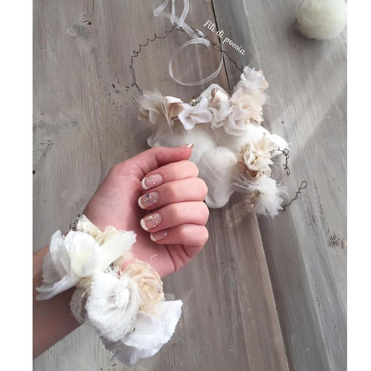 """""""Mi piace"""": 161, commenti: 25 - Daniela Corti•Wire & Textile (@filidipoesia) su Instagram: """"Sole che va e viene ⛅️ e prova bracciali per damigelle  con la mia modella  preferita 💕 Buon…"""""""