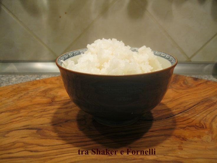 RISO AL VAPORE ( alla giapponese ) ricetta STEAMED RICE in Japanese Style Ciao,oggi andremo a preparare un piatto che è alla base della cucina Giapponese, il Riso al vapore !!!