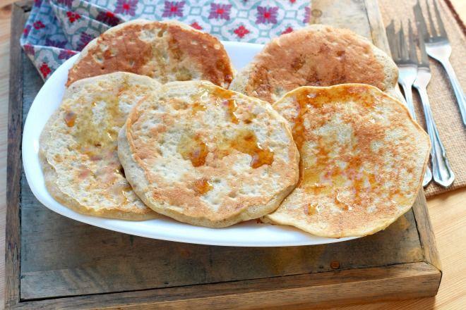 """750g vous propose la recette """"Pancakes sans gluten avec seulement 3 ingrédients"""" en pas à pas. Avec une photo pour chaque étape, la réalisation de cette recette est un jeu d'enfant."""
