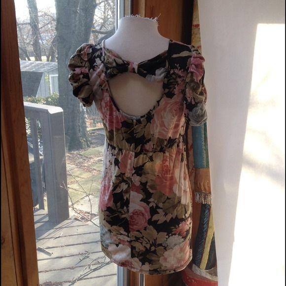 "Dorthy Perkins floral mini dress 36"" bust. 40"" waist. 44"" hips. 31"" shoulder to hem line. Bought in London Dorothy perkins Dresses Mini"