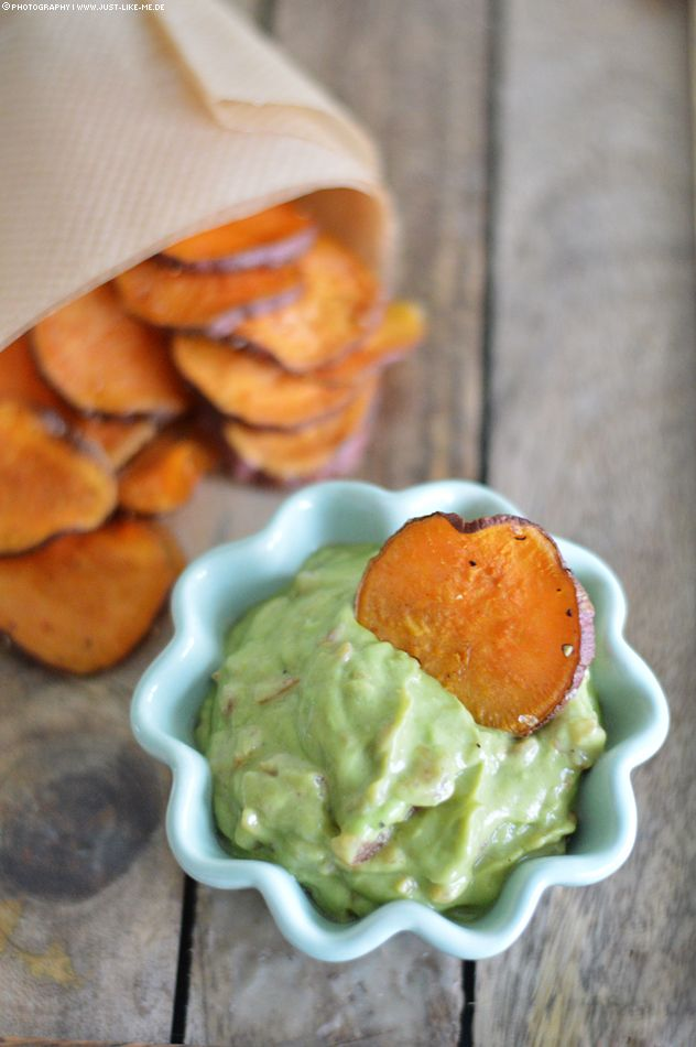 Süßkartoffel-Chips mit Guacamole