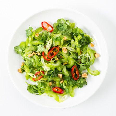 Salade thaï au céleri et aux arachides #céleri #arachides #coriandre #lime #saucedepoisson #échalote #chili