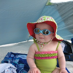 A baby's skin is delicate and needs extra protection from the sun's harmful rays. A baby beach tent is just thing to provide an extra UV barrier...: Babies, Beach Tents, Baby Skin, Baby Ideas, Baby Beach, Baby Mania
