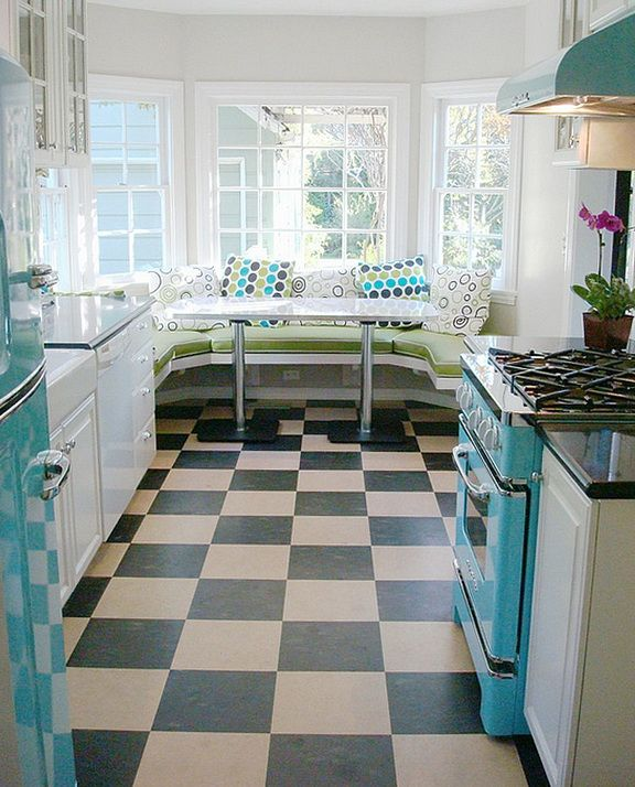 Bright Kitchen In Retro Design - http://www.dreamhomedecoration.com/furniture-and-other-ideas/bright-kitchen-in-retro-design/