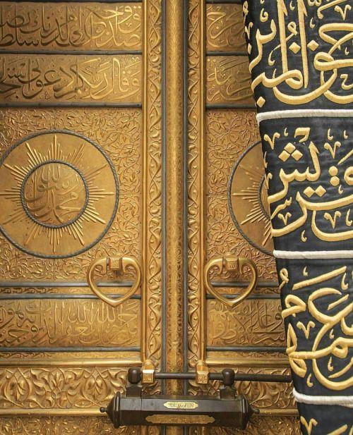 Close up of the door of the Ka'aba, Makkah. #islam