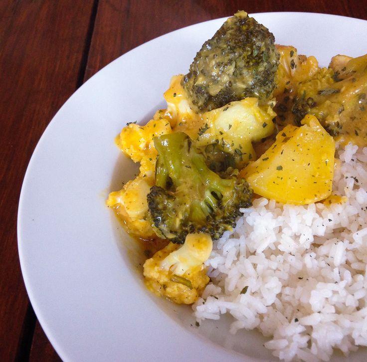 Snelle Kip Korma met bloemkool en broccoli