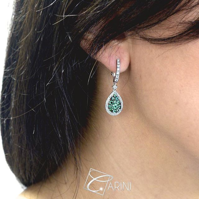 Gorgeous and elegant pair of earrings with emerald and white diamonds, entirely produced in Italy with craftsmanship. Very elegant and lively color, are perfect for everyday wear! Emerald 1.10 ct Diamonds 0.54 VS-SI G  #carinigioielli #jewelrygram #jewelry #earrings #pendant #diamonds #emerald #mode #model #bestoftheday #accessories #fallfashion #bridesmaids #oneofakind #luxury #instafashion #ootd #influencer #blogger #instafollow #instadaily #phootooftheday #tagafriend