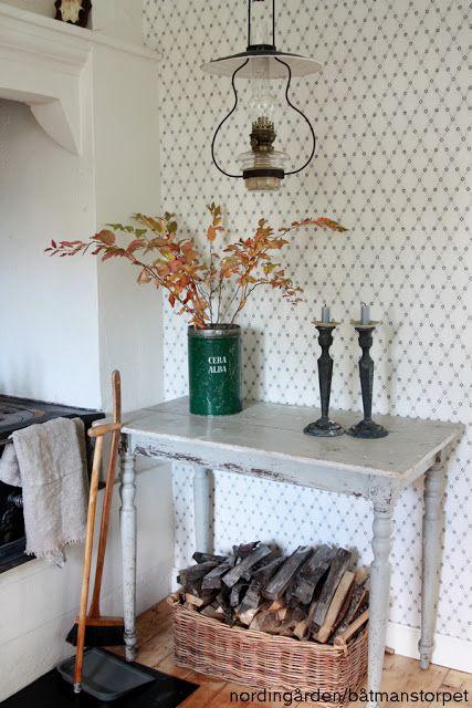 Nordingarden.blogspot.com har ett av de finaste köken vi sett och får oss alla att vilja bosätta oss på landet. Tapet - Kjellbergskagården, Gammelsvenska