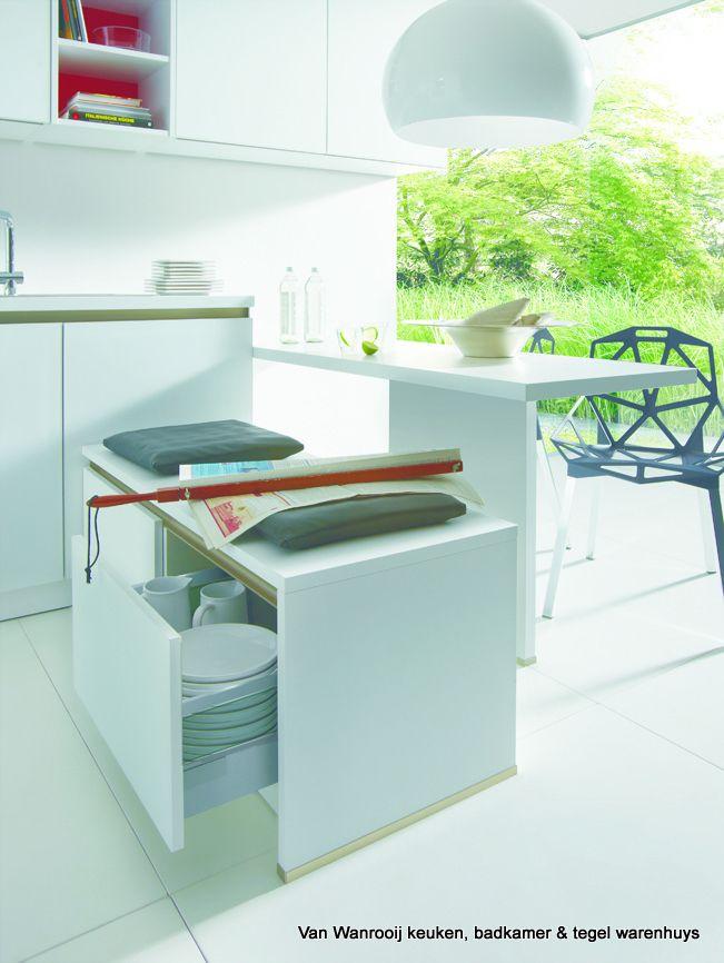 Slimme moderne keuken opstelling van het merk schuller for Topdeq katalog