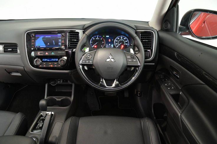 2016 Mitsubishi Outlander review | What Car?