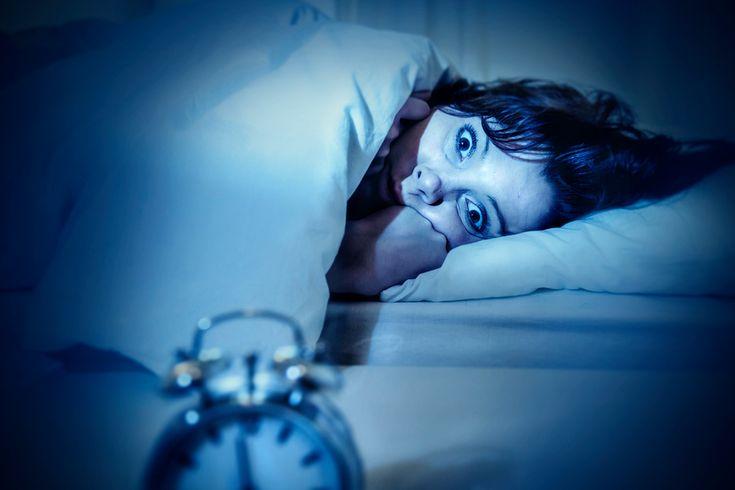 Notez cette astuce Si votre mode de sommeil habituel est celui où vous gardez les yeux ouverts pendant une grande partie de la nuit sans jamais pouvoir trouver le sommeil (même en ayant testé toutes les positions possibles) ou que vous vous réveillez pendant la nuit sans pouvoir vous rendormir, alors vous devez être en...