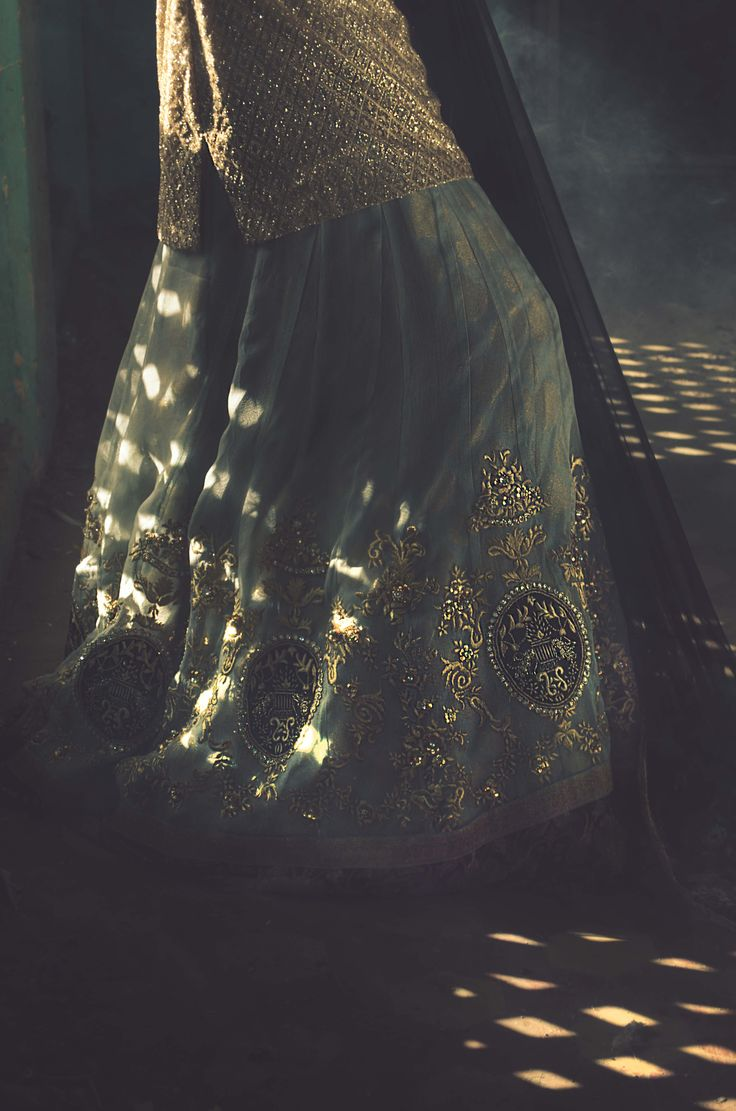Romanov (B54) For queries, orders and appointments kindly email at info@tenadurrani.com or contact +92 321 232 4600. Visit www.tenadurrani.com