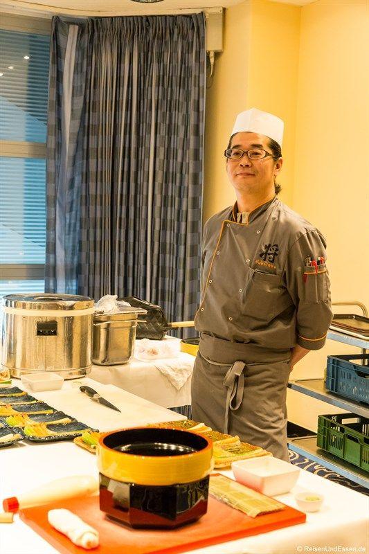 Du liebst Sushi und würdest gerne alles darüber Erfahren und Lernen wie man diese selbst zubereitet? Ich habe im Maritim Hotel Frankfurt im Restaurant SushiShto an einem Sushi Kurs teilgenommen und verrate dir einige Tricks.