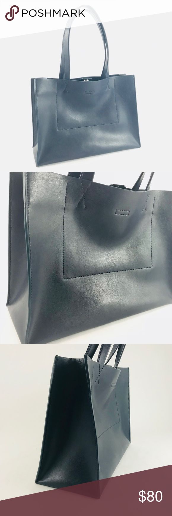 Navy Banana Republic tote bag Pre-owned Navy Blue Banana Republic portfolio structured leather tote bag. Retail price $148.00.  See pictures for condition. Banana Republic Bags Totes