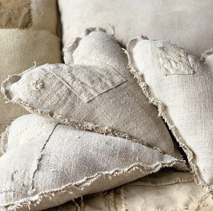 ONE Antique farmhouse grain sack heart pillow/ Valentine's Day decor/ neutral/primitive/ vintage farmhouse bedding