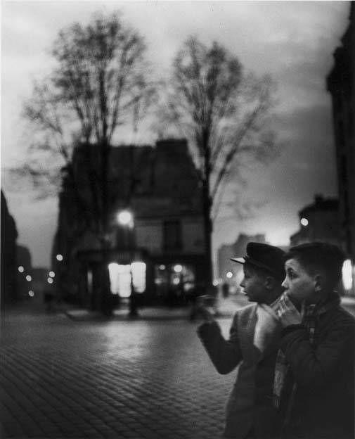 Les gamins de Falguière, Paris - 1949 -  © Izis