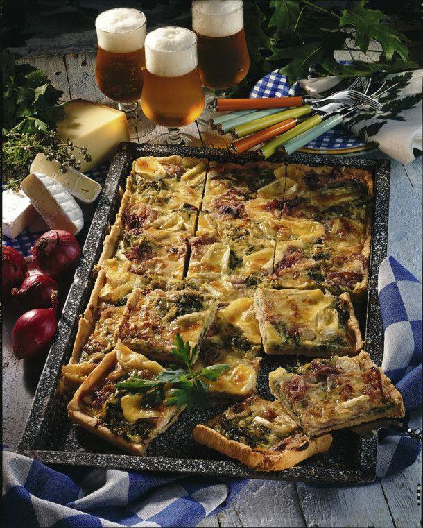 Unser beliebtes Rezept für Pikanter Porree-Zwiebel-Kuchen mit Camembert und Greyerzer und mehr als 55.000 weitere kostenlose Rezepte auf LECKER.de.