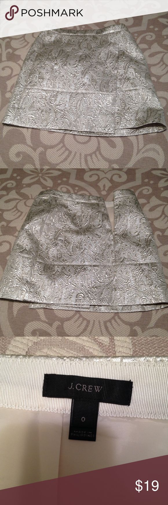 J. Crew silver metallic brocade print skirt Size 0. Runs big. Worn once. Has a split on the side, gives the skirt some edge. Good length for a mini skirt. Can bend down easily without worrying. Great holiday skirt 😍😍 J. Crew Skirts Mini