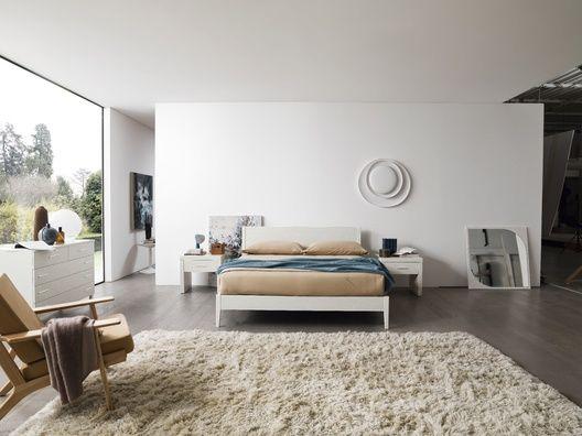Simple egy egyszerű vonalvezetésű, minimál stílusú franciaágy. Letisztult, modern formájával tökéletes választás fiatalos hálószobákba. 100% olasz design, 100% olasz alapanyagok. A franciaágy elérhető hatféle laminált színben. Az ágy mérete: 169,5sz x 209,6mé x 89ma cm. Az ár a matracot nem, de az ágyrácsot tartalmazza. A matrac lehetséges mérete: 160x200 cm.