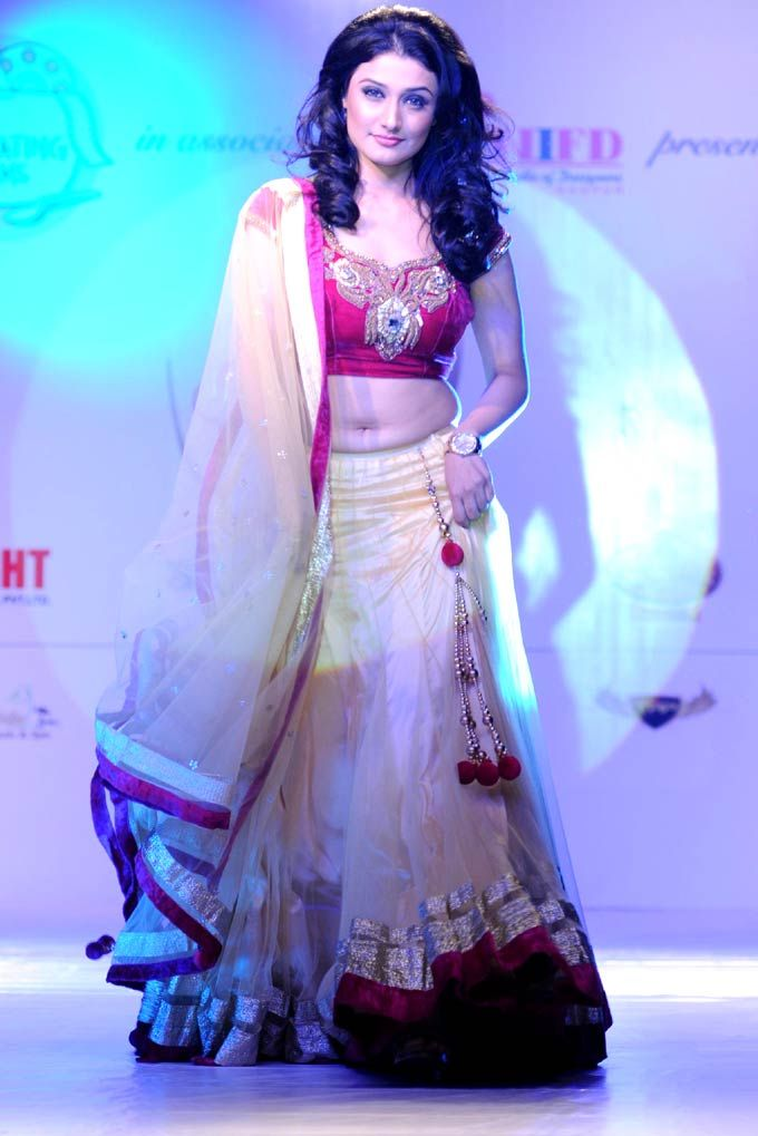 Ragini Khanna walks the ramp at the Telly Calendar 2013 #Bollywood #Fashion