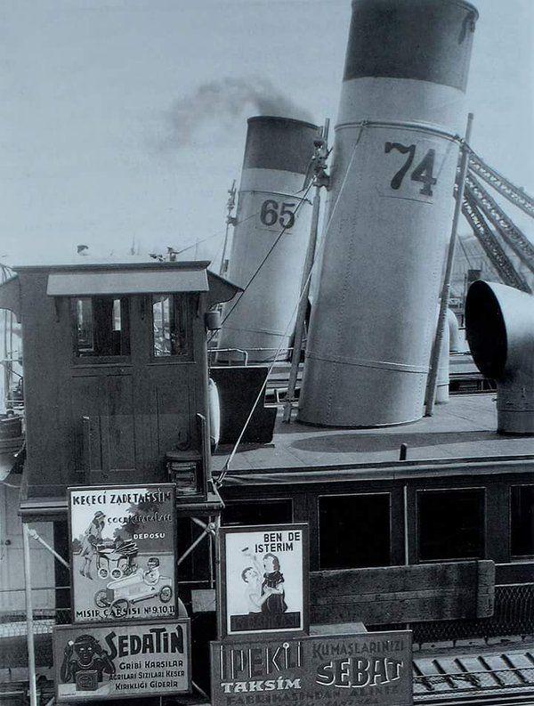 Köprü İskelesi'ne yanaşmış iki vapur (1930'lar) #birzamanlar #istanlook #nostalji