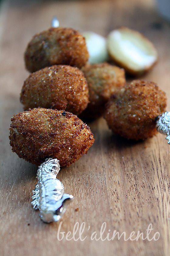 Olive Fritte {Fried Olives stuffed with cheeses and herbs} ohhhh I want to eat that