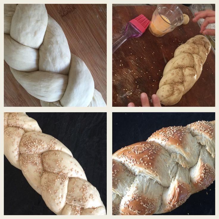 Ooooo het feest van les geven! Vandaag challot gebakken met @limor.muller om te leren over Shavoe'ot! In het kort De tora is zoals de ingredienten van brood: pas als je ze gied kneed, de tijd geeft om te rijzen krijgt het de prachtige vorm en smaak van challa. En.... We nemen challa en danken God dat we het voorrecht hebben om een mitswa te doen. #blog #amsterdam #joodseles #joyofkosher #shavuot #challa #kosher #koosjer #koshercook #kosherfood #jewish #homemade #ikweetwatikeet
