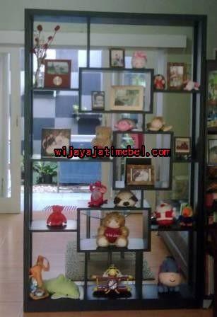 Lemari Pajangan Minimalis Anak | Lemari Hias Terbaru | Jati | Wijaya Jati Mebel