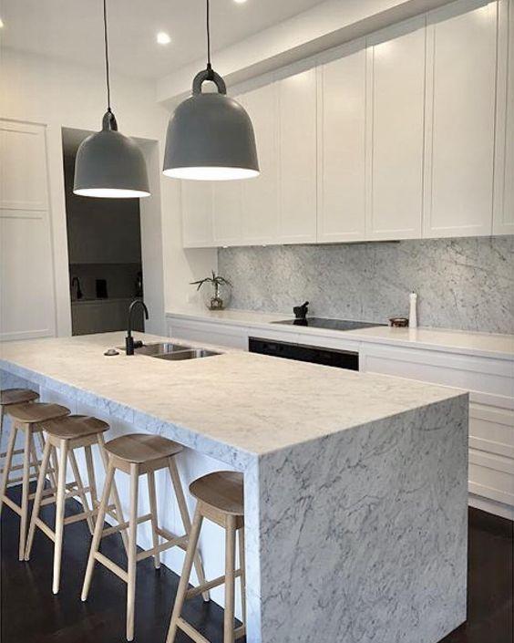 carrara-marmor mit kücheninsel carrara marble feature