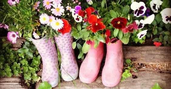 Quando i vasi sono stivali di gomma #riciclo #oltreilbalcone #fiori #idee
