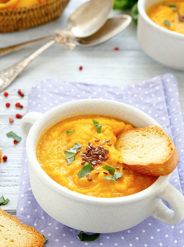 El puré de zanahoria es ideal para complementar tus platillos.   Sólo necesitamos hervir 6 zanahorias con media cebolla y una pizca de sal.   Una vez cocidas las machacamos con un chorrito de Vainilla Molina y ¡listo! ¡Te encantará!