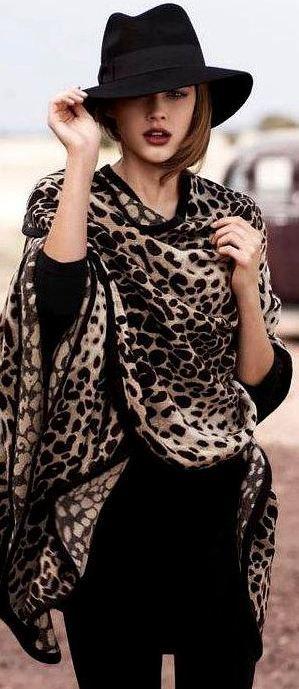 10 looks charmosos e elegantes com lenços de oncinha