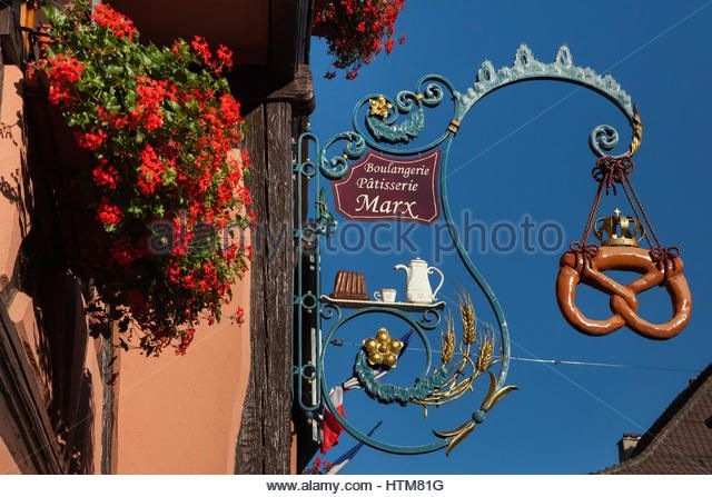 Pretzel depicted in the traditional forged sign of a bakery in Eguisheim, Alsace, France. - Stock Image