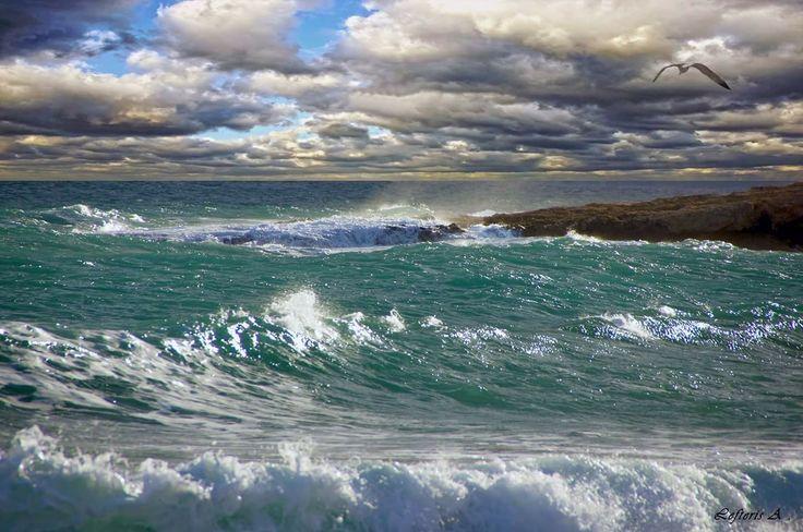 Αχ θάλασσά μου σκοτεινή, θάλασσα αγριεμένη ...