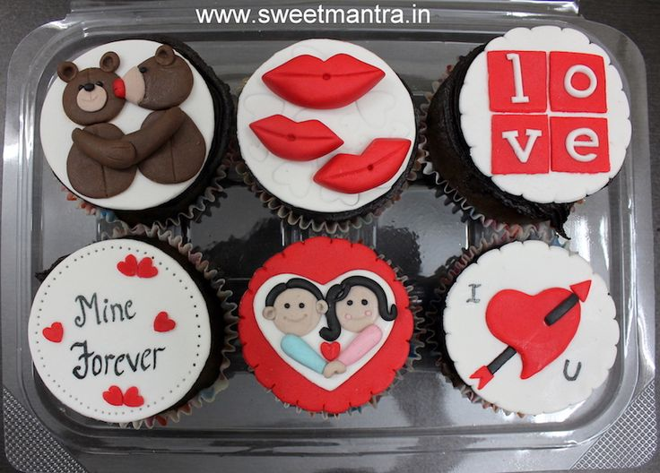 Valentine, Love theme personalized designer fondant cupcakes for girlfriend at Pune