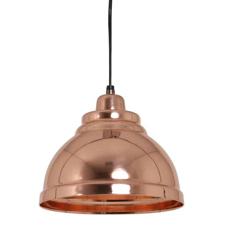 Wow! Deze gave hanglamp Yill rosé goud is net even wat anders dan anders. Dit komt door de rand onder aan de lampenkap en bovenop de vorm. De diameter van Hanglamp Yill is 22cm en heeft een hoogte van 14cm. Geef jouw interieur een andere uitstraling en hang deze gave & trendy hanglamp thuis aan het plafond! Tip: leuk om verschillende rosé gouden lampen samen op te hangen.