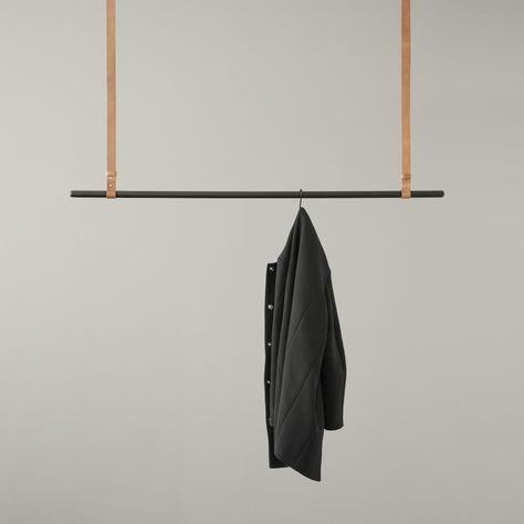 ferm LIVING Clothes Rack appendiabiti nero/black https://www.aitonordic.it/collections/protti-per-cucina-e-per-tavolo/products/clothes-rack-black-ferm-living