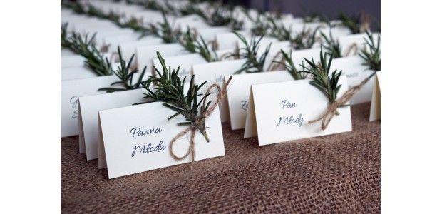 Dekoracje ślubne z gałązkami rozmarynu