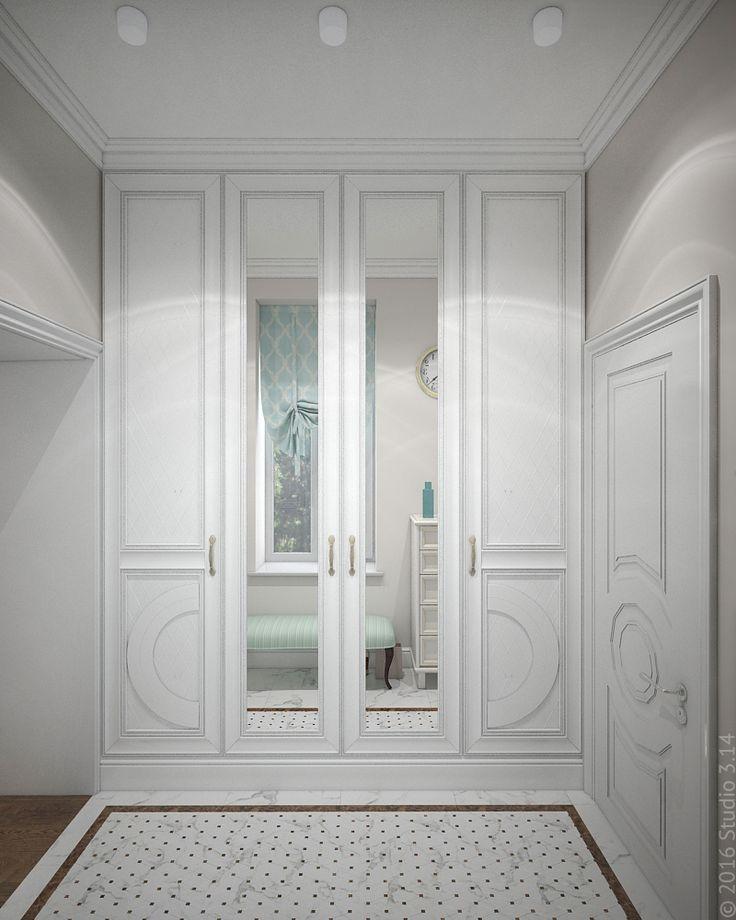 Компактный встроенный шкаф в прихожей. Дверцы с классическими фасадами.