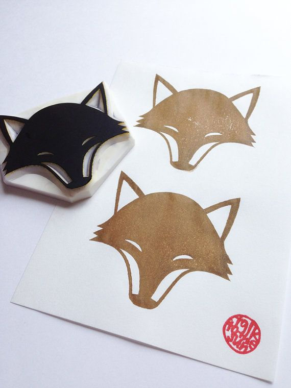 mano tallada sello del zorro. sello de animal bosque.