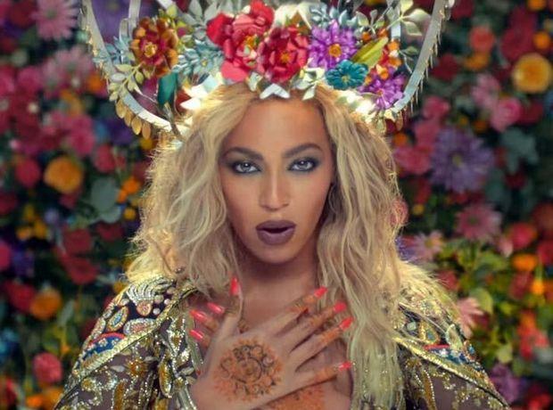 Η Beyonce σε ρόλο ηθοποιού του Bollywood στο νέο βίντεο κλιπ των Coldplay.