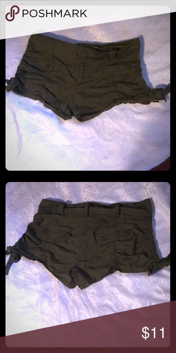 Juniors Shorts Size 7 Olive green colored cute draw strings on each side in excellent condition size 7 Wallflower Shorts Bermudas