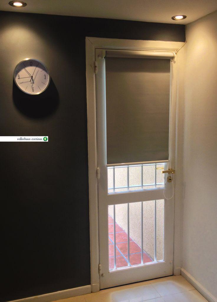 Roller Blackout color gris. Excelentes cortinas para tu casa. https://www.facebook.com/rollerhauscortinas Asesoramiento y presupuestos en rollerhauscortinas@outlook.com