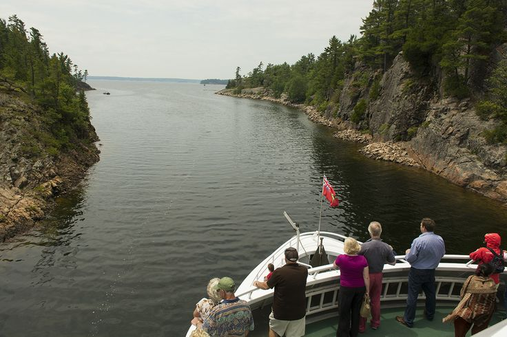 Island Queen Cruise - Operating from May to October, providing daily sightseeing cruises around the 30,000 Islands of Georgian Bay