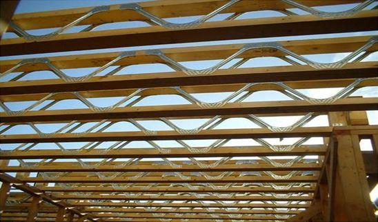 Planseul din lemn tip grinda cu zabrele placat cu OSB 3 de 22 mm la partea superioara este cel mai intelgent sistem de planseu atat pentru casele din lemn cat si pentru casele de zidarie