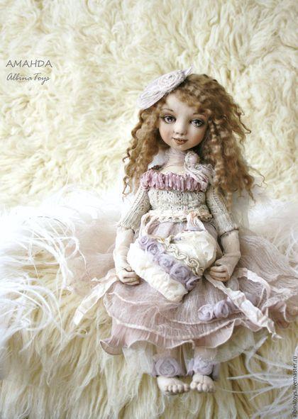 Купить или заказать Ангелы.Текстильная коллекционная кукла ангел Аманда. Бохо стиль. в интернет-магазине на Ярмарке Мастеров. Единтственный экземпляр. Без повторов. Куклы. Коллекционная текстильная кукла ангел Аманда Нежная, добрая, романтичная, воздушная, любящая и любимая. Родилась в июльские дни, когда в в полную силу набирает свой цвет и раскрывает свой аромат волшебница лаванда, поэтому исполнена в молочно-пепельных и нежно сиреневых-лавандовых тонах. Кружевное сердце наполнено…