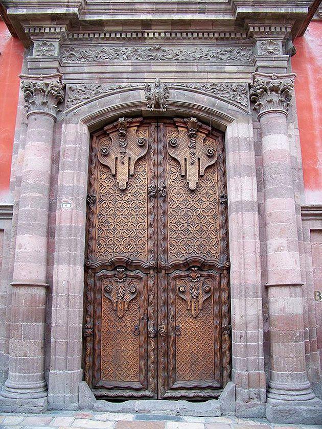 Fotos de la semana puertas y portones de madera for Puertas y portones de madera